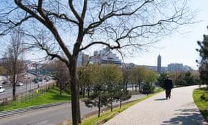 The Parc de la Butte-du-Chapeau-Rouge was recently resdesigned, but the divide remains.