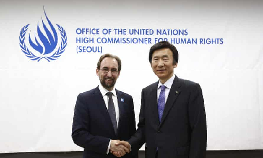 Prince Zeid Ra'ad Al Hussein (left), the UN high commissioner for human right, with South Korean foreign minister Yun Byung-Se.