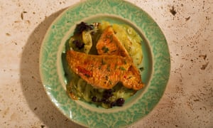 Red mullet with sliced potatoes and black olives
