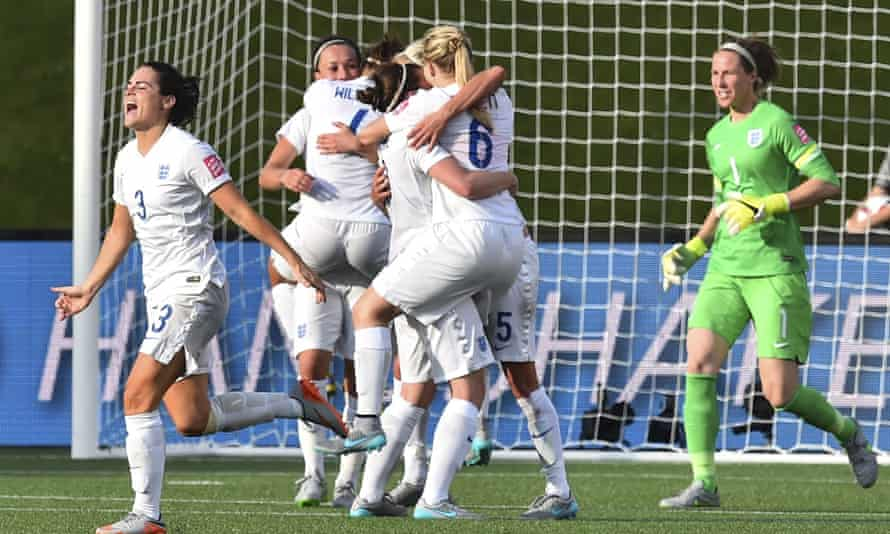 England celebrates its 2-1 victory over Norway in the 2015 FIFA Women's World Cup.