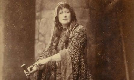 Ellen Terry in beetlewing dress as Lady Macbeth in 1888.