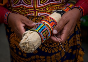 A Kuna woman making beaded bracelets