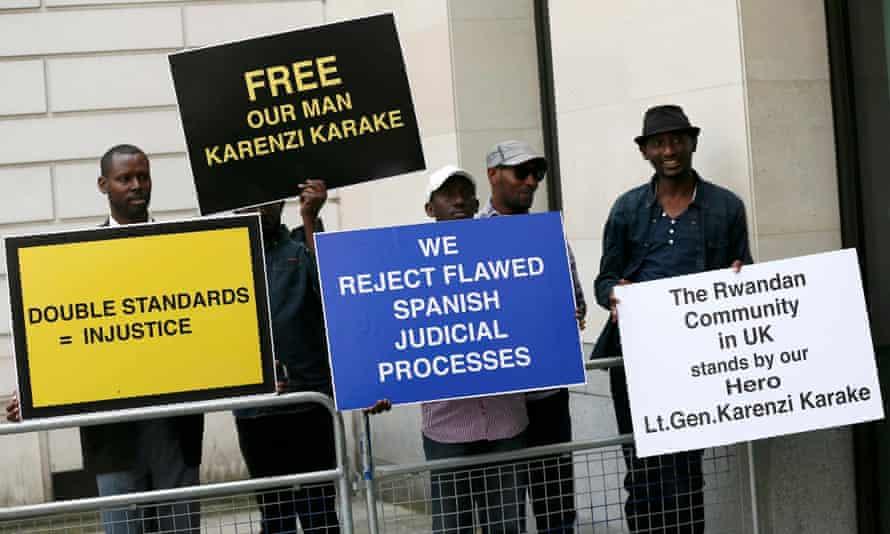 Protesters outside Westminster magistrates court demanding the release of Rwanda's spy chief, Karenzi Karake, on 25 June 2015.