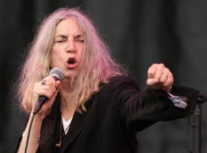 "Patti Smith performing on The Pyramid Stage: ""I promise you that I will give you the last bit of voice that I have."""