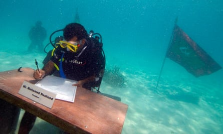 Maldives President Mohamed Nasheed signs a declaration during  the first underwater cabinet meeting in the Maldives, October 17, 2009. The Maldivian president and ministers held the world's first underwater cabinet meeting on Saturday, in a symbolic cry for help over rising sea levels that threaten the tropical archipelago's existence.