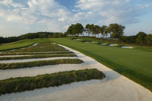 The church pew bunkering on the third hole at Oakmont, Pennsylvania.