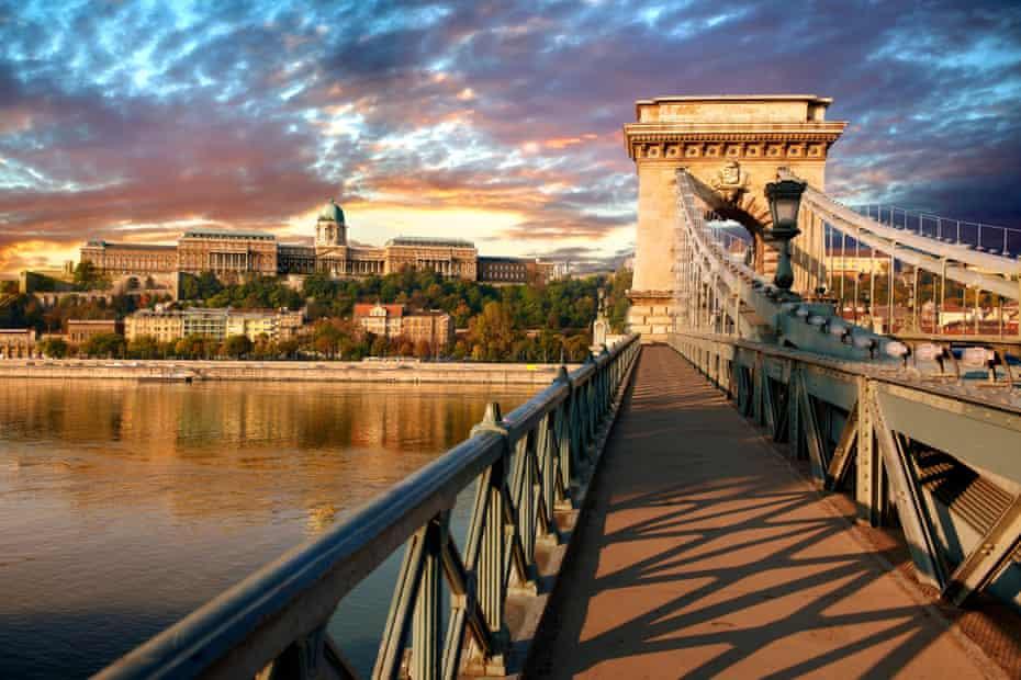 Szecheni Lanchid (Chain Bridge ). Suspension bridge over the Danube betwen Buda & Pest. Budapest Hungary