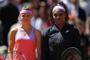 The two protagonists line up before the start of the match.