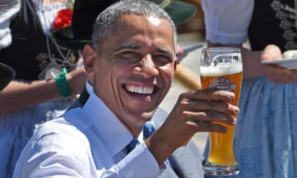Obama raises his glass of German beer in Krun