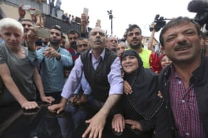 Supporters of HDP leader Selahattin Demirtaş