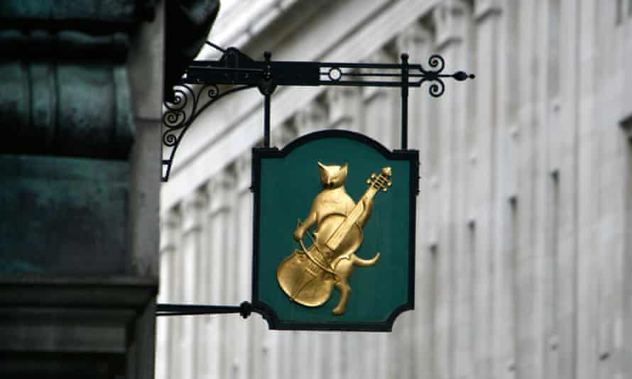 Motif for the former Cat and Fiddle inn on Lombard Street, City of London, UK