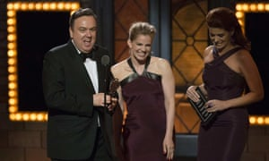 Richard McCabe accepts his best actor Tony for The Audience from actors Anna Chlumsky and Debra Messing.