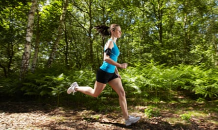 Fartlek involves making multiple significant alterations to the pace during a run.
