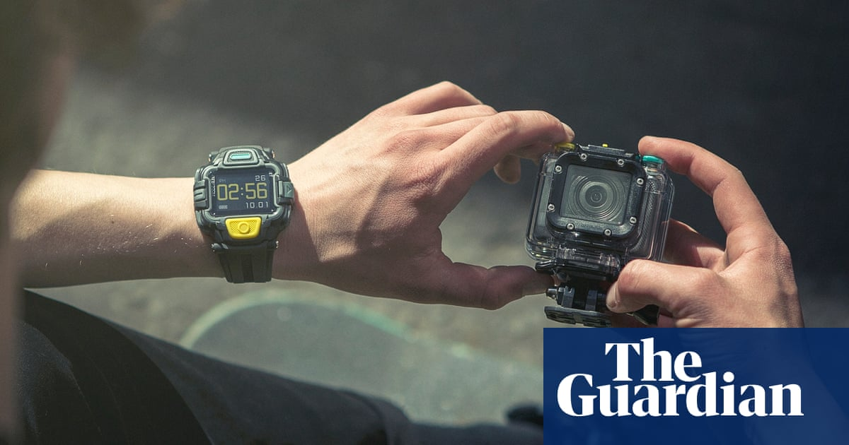Ee Takes On Gopro And Periscope With A Live Streaming Action Cam Gadgets The Guardian
