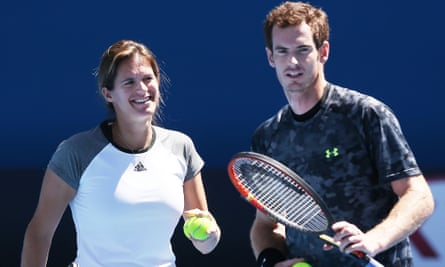 Andy Murray talks with coach Amelie Mauresmo