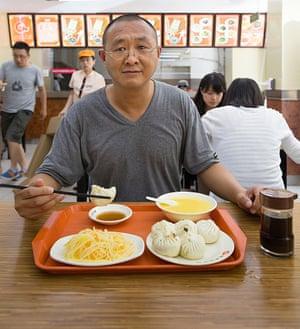zhang tong having lunch in beijing