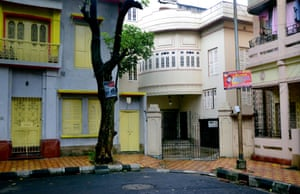 Neighbouring houses on Dover Lane in Kolkata, each differently designed from the next.