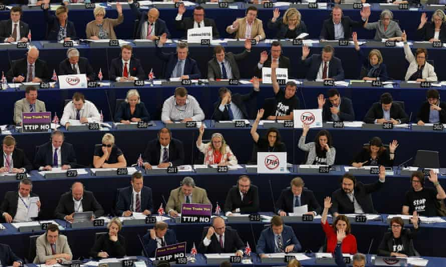 The EU Parliament decided to postpone the debate on the TTIP agreement previously planned for today.