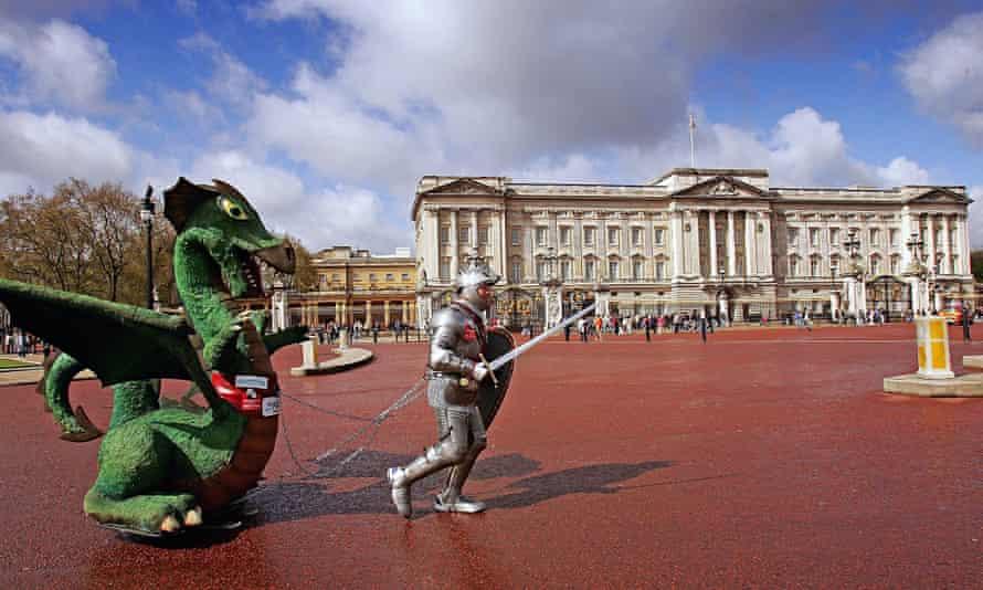 Fundraiser Lloyd Scott Completes The London Marathon
