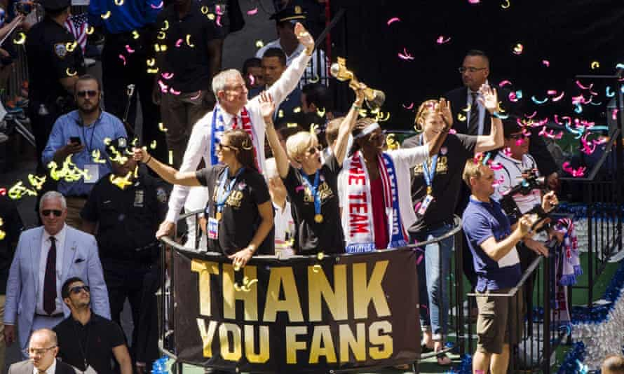 Megan Rapinoe of the US women's national team with New York City mayor Bill de Blasio during the ticker-tape parade on Friday.