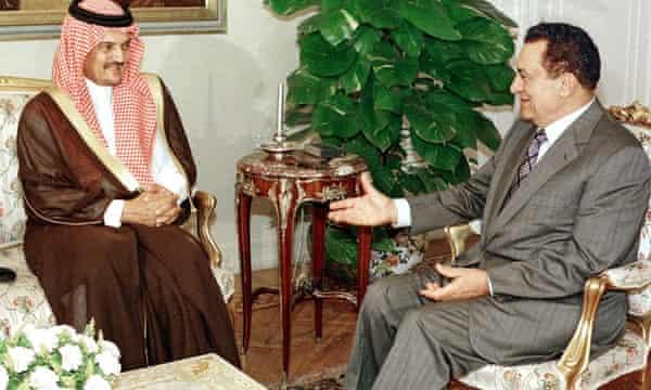 Prince Saud al-Faisal talking to the Egyptian president, Hosni Mubarak, in Cairo in June 1998.
