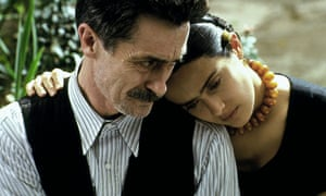 Roger Rees and Salma Hayek in the film Frida, 2002.