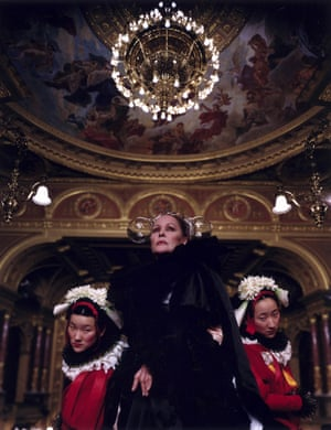 Ursula Andress, centre, as the Queen of Chain.