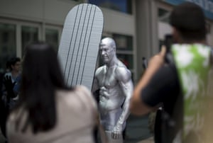 A cosplay enthusiast dressed like the Silver Surfer at Comic-Con.