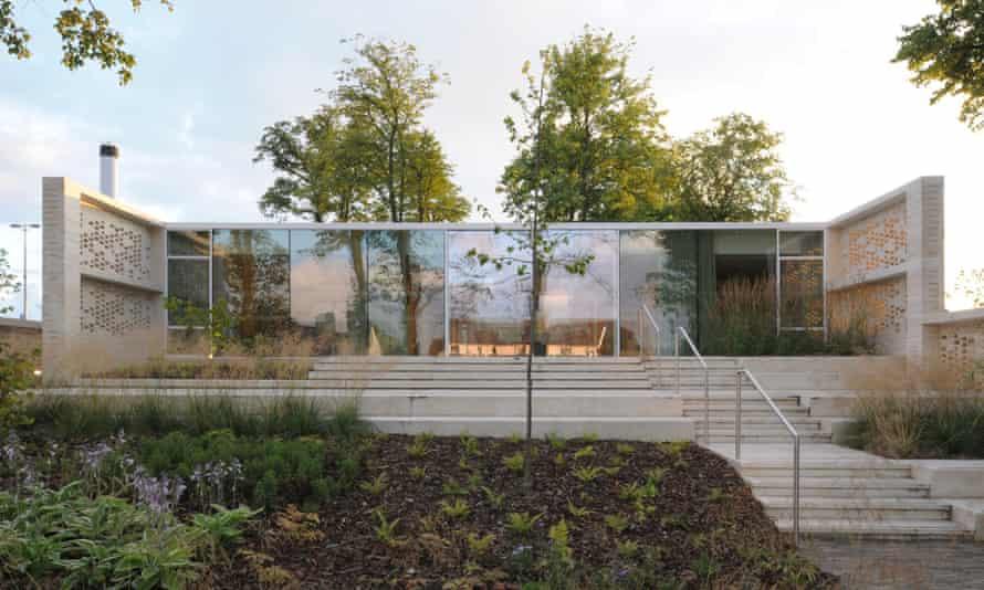 A Californian Case Study House, filtered through a Lanarkshire lens.