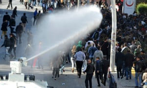Water cannon being deployed in Turkey