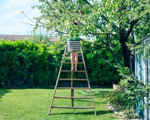 Tripod orchard ladder ₤100, Fontvieille For sale:  3m wooden stepladder, in very good condition. Roland and Genevieve bought this stepladder 20 years ago from a hardware shop in Mouriès that was shutting down. They used it for picking cherries and cutting hedges until a relative gave them an aluminium one, which is easier to handle and more weatherproof. Roland points out that standing on the top of the ladder he can reach a height of 5m.