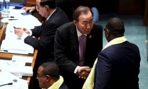Ban Ki-moon shaking hands with Senegal's President Macky Sall