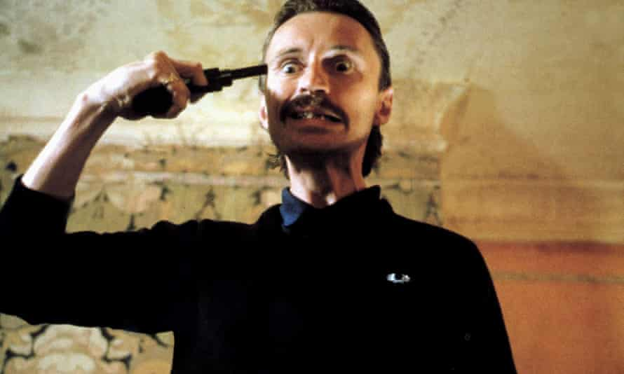 Carlyle as the ultra-violent armed robber Begbie in 1996's Trainspotting.