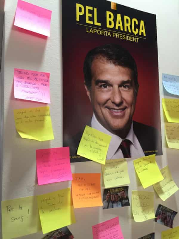 Barcelona fans have left messages on post-it notes for Laporta at Carrer Provença 300, his campaign HQ.