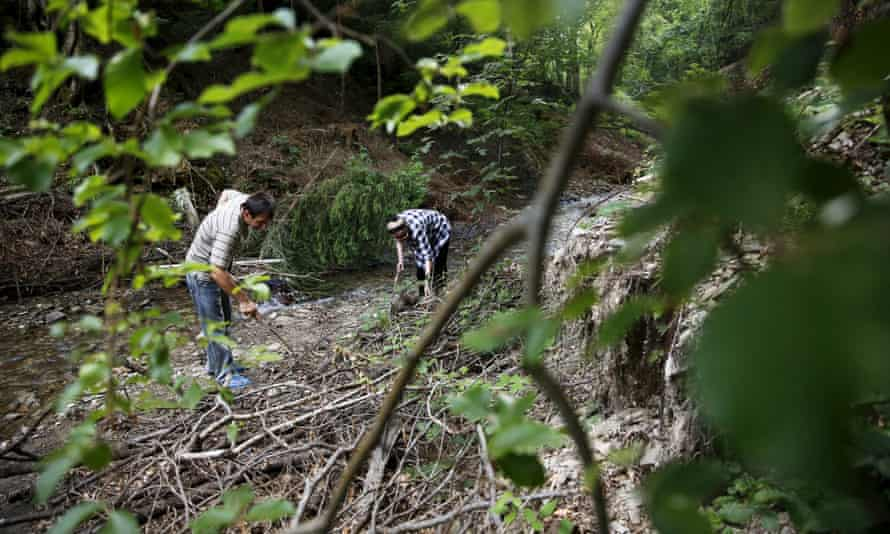 Hajra Catic (right) and Edmin Jakubovic search for the remains of her son at the location where Jakubovic last saw him wounded.