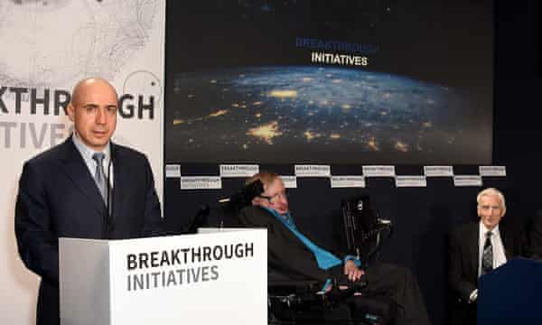 The Breakthrough Listen launch, hosted by Yuri Milner (left) and Stephen Hawking.