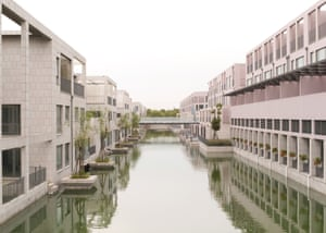"""New residential buildings in Pujiang New Town are mainly unoccupied. Pujiang is said to be modelled on Venice but ends up looking like a latter day version of <a href=""""http://www.aviewoncities.com/rome/eur.htm"""">EUR in Rome</a>, built for Mussolini's World Fair which never took place"""