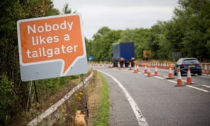 Road sign: Nobody likes a tailgater