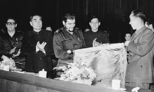 Wan Li, right, is presented with a banner by the Cuban leader Che Guevara in 1960