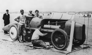 Sir Malcolm with Blue Bird just before setting his world speed record.