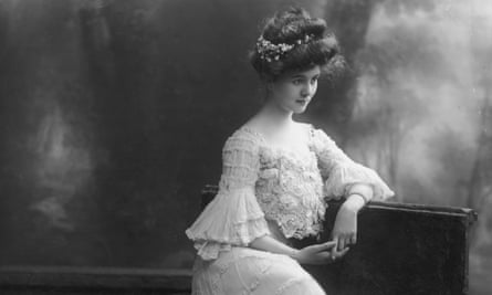 Actress Carol McComas wearing a dress with ruched sleeves, a lace sweeping skirt and bustier in the style of the House of Worth, circa 1900.