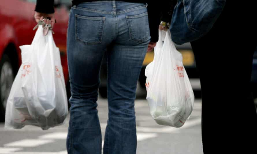 The number of single-use plastic bags handed out by UK supermarkets has increased for the fifth year running.