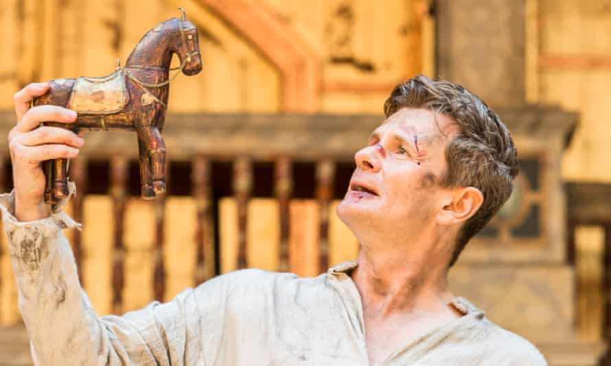 'Sensuality in every gesture': Charles Edwards as Richard II at Shakespeare's Globe.