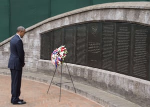 Obama pays his respects after laying a wreath at the memorial park commemorating the 7 August, 1998 bombing of the US embassy, which killed more than 218 Americans and Kenyans, and injured more than 5,000 people.