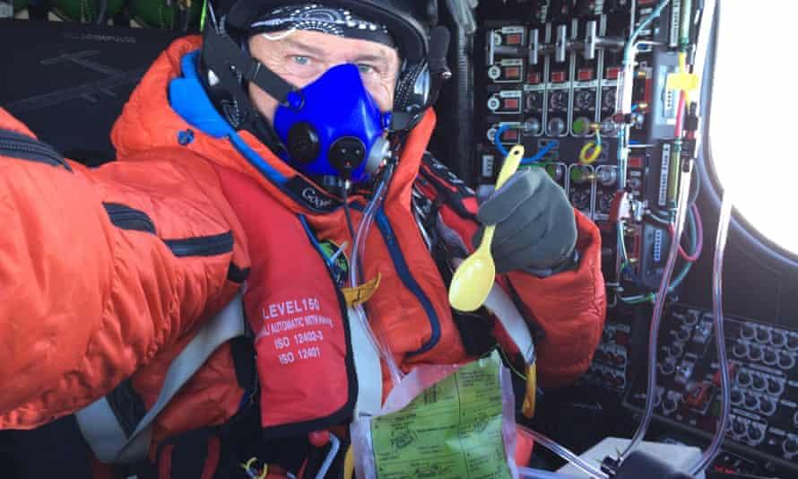 André Borschberg enjoys a high-altitude lunch.
