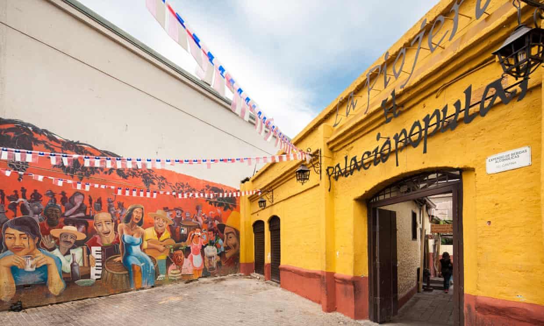 CTJ4N9 Entrada de La Piojera, famoso bar restaurante en Santiago Chile,