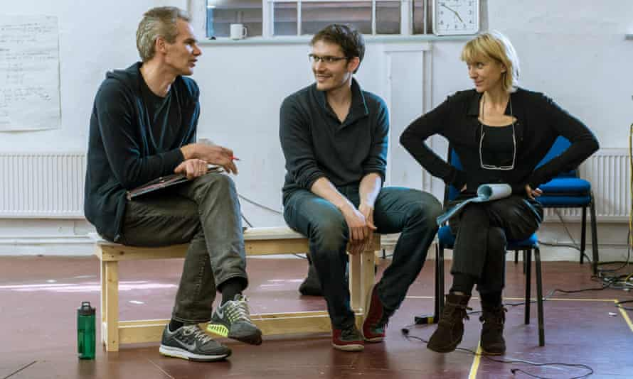 L to R: Angus Wright (Agamemnon), director Robert Icke and Lia Williams (Klytemnestra) in rehearsal for Oresteia at the Almeida.