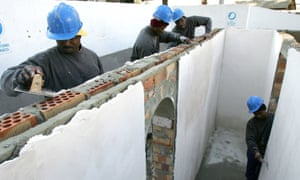 Construction skills training for migrants in Cádiz supported by the Cardijn association.