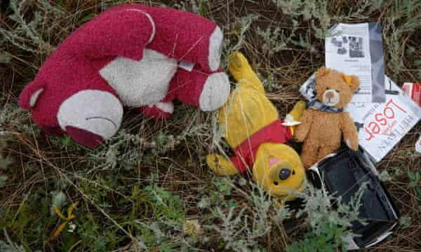 Passengers' belongings at the crash site.