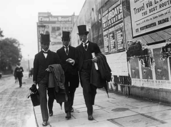 Raymond Asquith (left), eldest son of the 1st Earl Asquith, on his way to the Anson inquest in Lambeth, 8 July 1914.